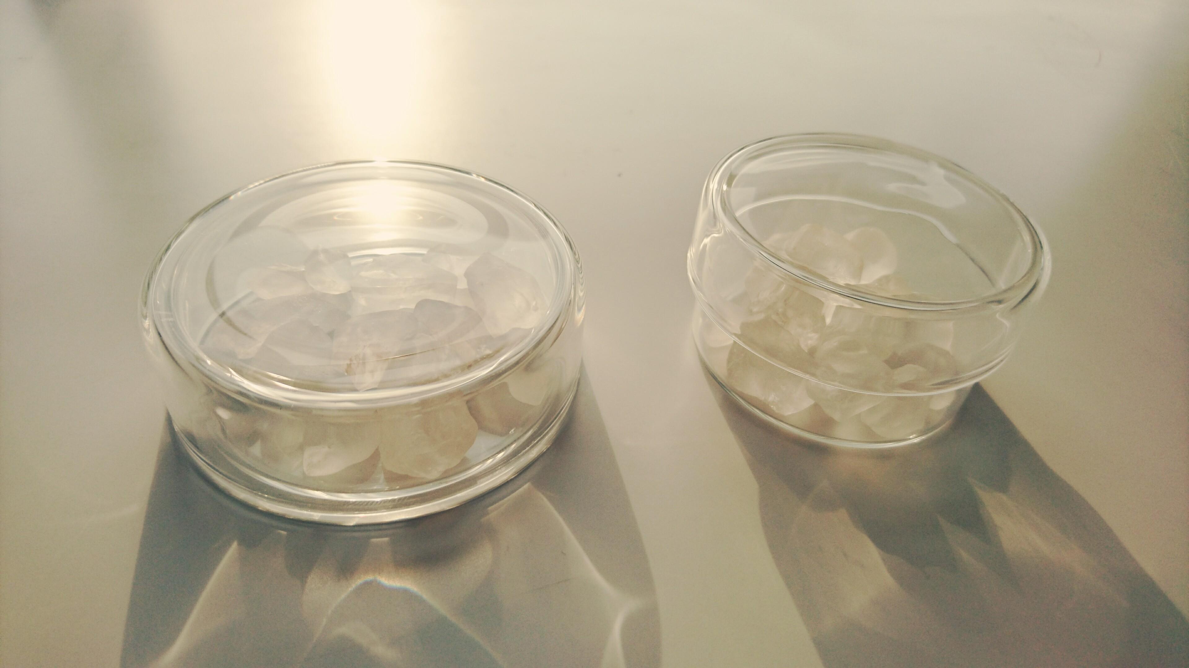 ガラスの容器に入れておくと月光浴や日光浴の時の浄化にもディスプレイとしてもオススメです。