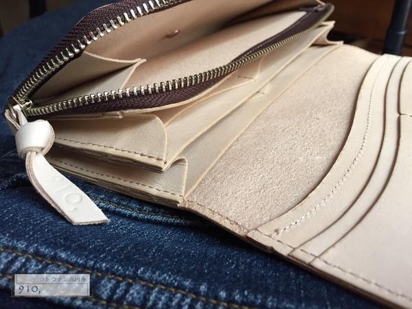 コインポケットはマチがあり小銭が見やすく取りやすく