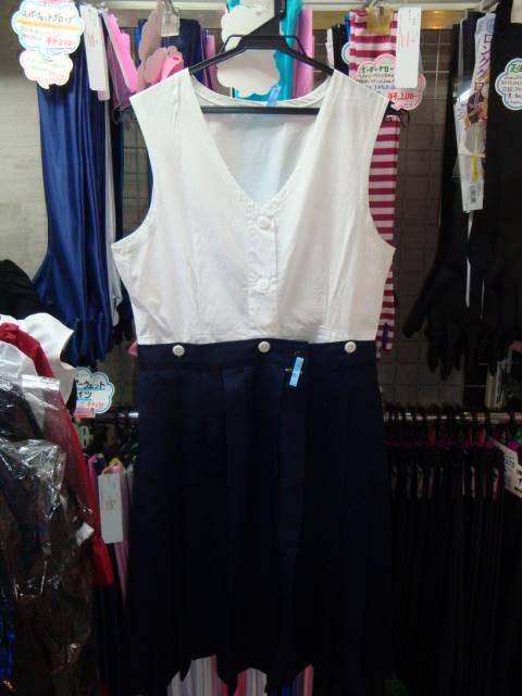 スカートはインナーで吊るします。
