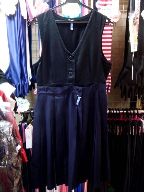 スカートはインナーで吊るすタイプ。ウエスト幅が広く取られてます。