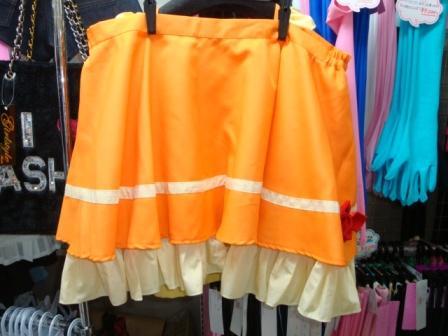 スカート。腰両サイドにゴム入り
