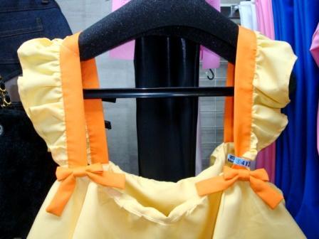 肩。リボンは縫い付けられてます
