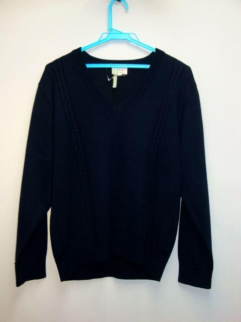 紺色のセーター。袖に校名が入ってます。