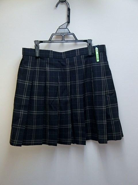 スカートは丈つめされてます