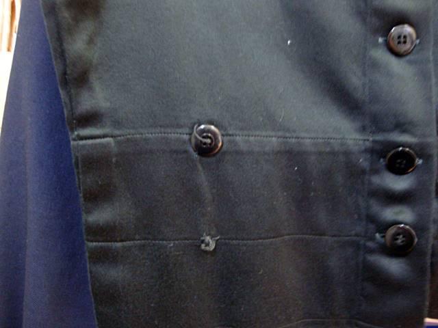 インナーのうち1枚はボタン移設跡&生地痛みがあります。
