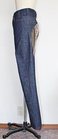 脚の形に添った立体的なシルエット!