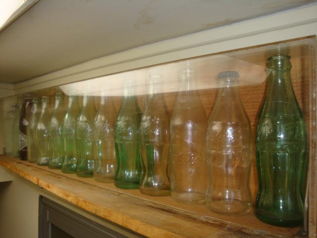 現代POPアート、変遷コレクション<br>19世紀末~20世紀までのボトル来歴<br><br>シルエットが流れるようなデザインは21世紀を迎えても普遍的な新しさの存在を有した、industrial design<br>アメリカ特許局に意匠登録として1928年に登録されたパッケージデザインは素晴らしい現代のアート。<br>新宿伊勢丹本店でも、展示したアイテムたちご存知の方々も多いと思います。今回WEBで私的コレクション14種類一挙公開。<div><br></div><div>★:手渡し扱い品(ご来店渡し)</div>
