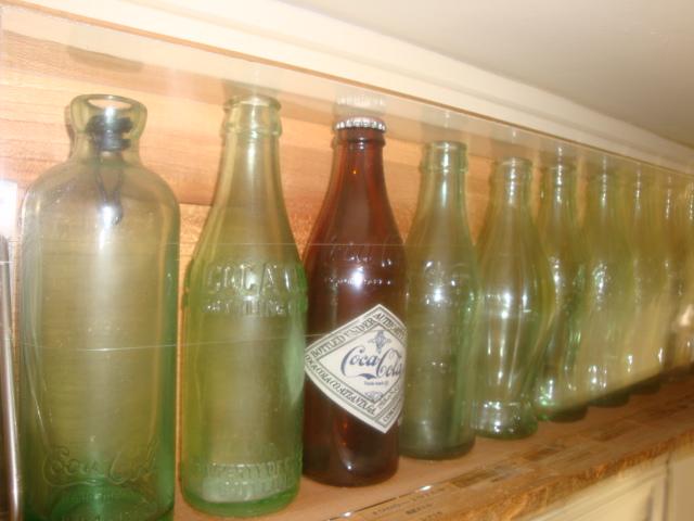 初期タイプのハチソン栓タイプから列んだボトル軍団画像