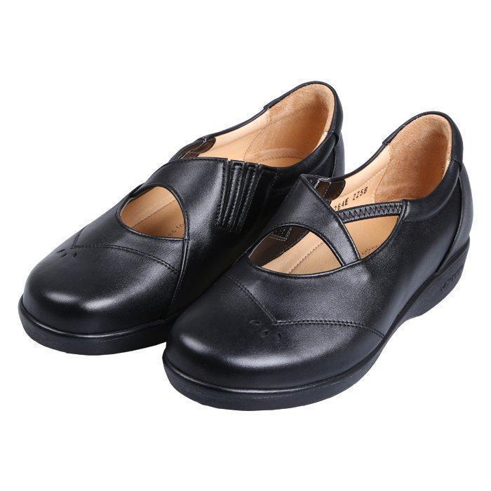 ○BENESUの機能性INSOLE(中底)を靴内部に使用。<div>◯シルバーシューズ。</div><div><br></div><div><特徴></div><div>滑り止めラバーアウトソール採用!<br></div>
