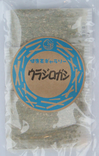 <b>ウラジロガシはブナ科の常緑樹で、葉や小枝を煎じてお茶にします。 含まれるカテコナール・タンニンが、結石の成分のひとつであるカルシウム結びつき 溶かす性質があることから、流石茶・抑石茶・排石茶とも呼ばれています。 日本特有の植物で、四国・徳島地方では古くから、健康茶として用いられてきました。 ※必ず温めて飲み、胃腸の弱い方は飲み過ぎないようにして下さい。 ※健康効果を得るためにも、なるべく毎日1~2杯からでも良いので、習慣的にお飲み下さい。 効果を感じられている方は、だいたい3~6ヶ月以上続けて飲まれております。</b>