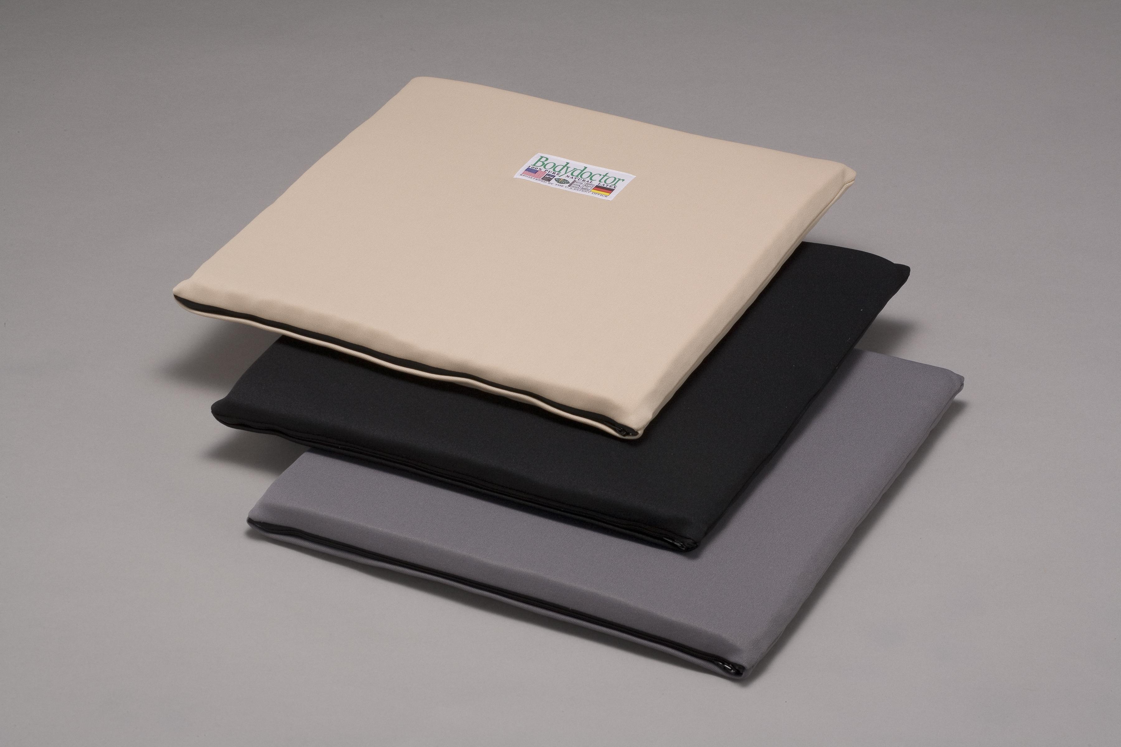 色は、ブラック、グレー、ベージュの3色。