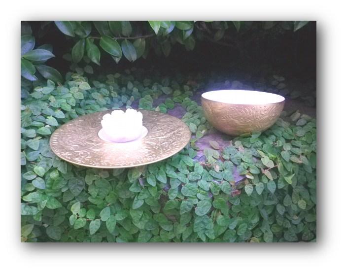 左のお皿は、ティーカップのソーサーです。