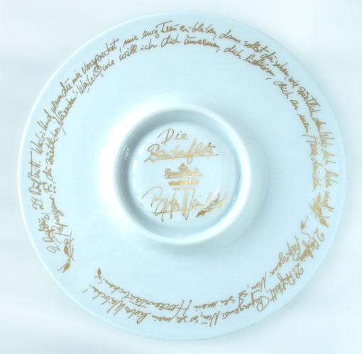 ドイツ語の「魔笛」の歌詞がゴールドで描かれています。