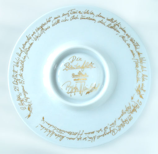 ドイツ語で〈魔笛〉の歌詞がゴールドで美しく描かれています。