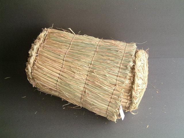 収納した状態、まるで米俵です。