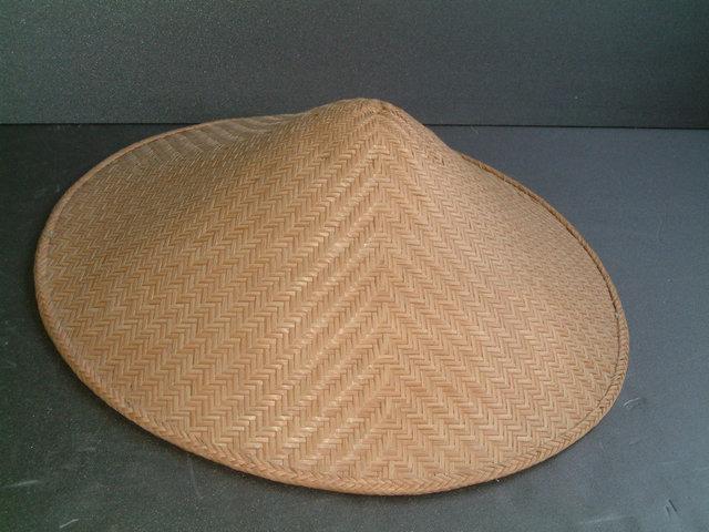 竹で編んだ網代笠 <br>直径60cm 高さ約17cm 製作者が亡くなりましたので在庫限りです。<br>当店では純国産の最後の品です。このままでも使用可能ですが、昔は、使用者が座布団やゴトクを縫いつけて使用していたそうです。こちらで座布団、又はゴトクを装着する場合は、別途5000円となります。完売しました<div><br></div>