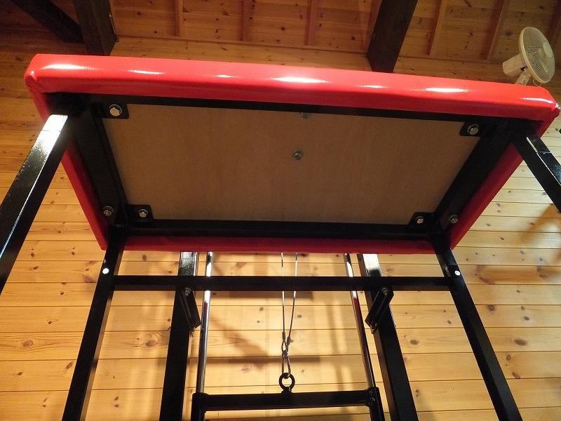 台はボルトで固定してメンテナンス可能にしています