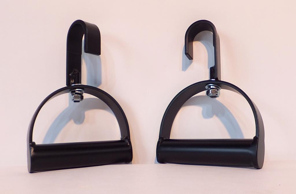 女性にも扱いやすいスタンダードな握りφ34mmなので、しっかりとグリップ出来、フックの回転により様々な懸垂が可能です。<br><br>チンニングは身体のコアをつくるもっとも大切なトレーニングです。<br>