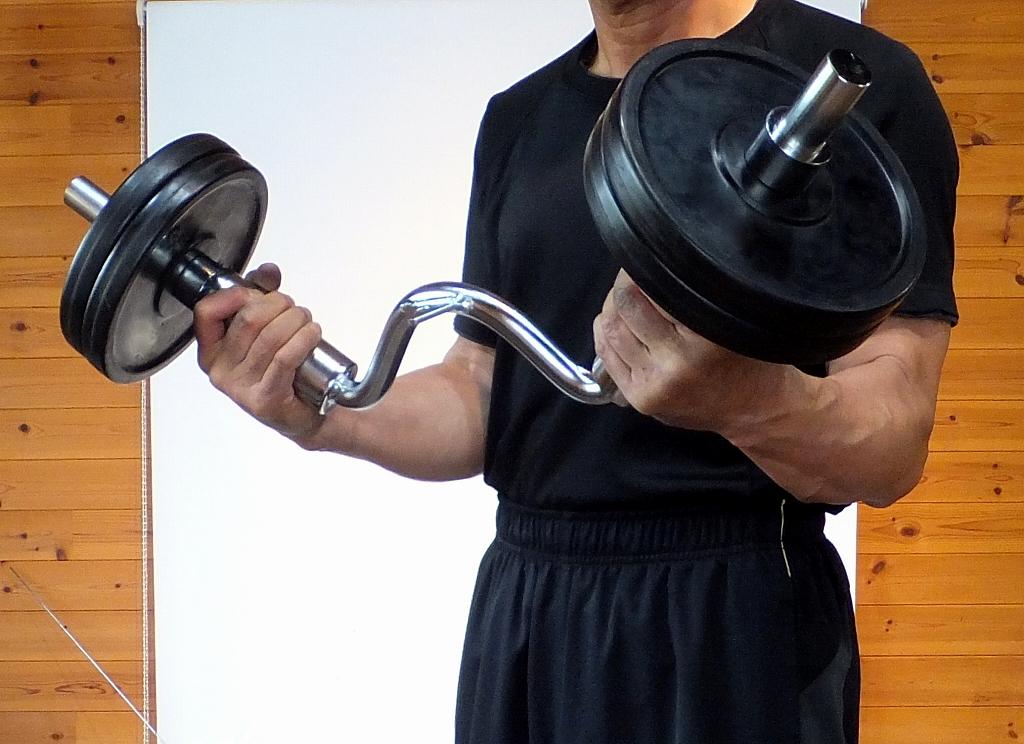 プレートを取り付けて前腕に強い刺激を!