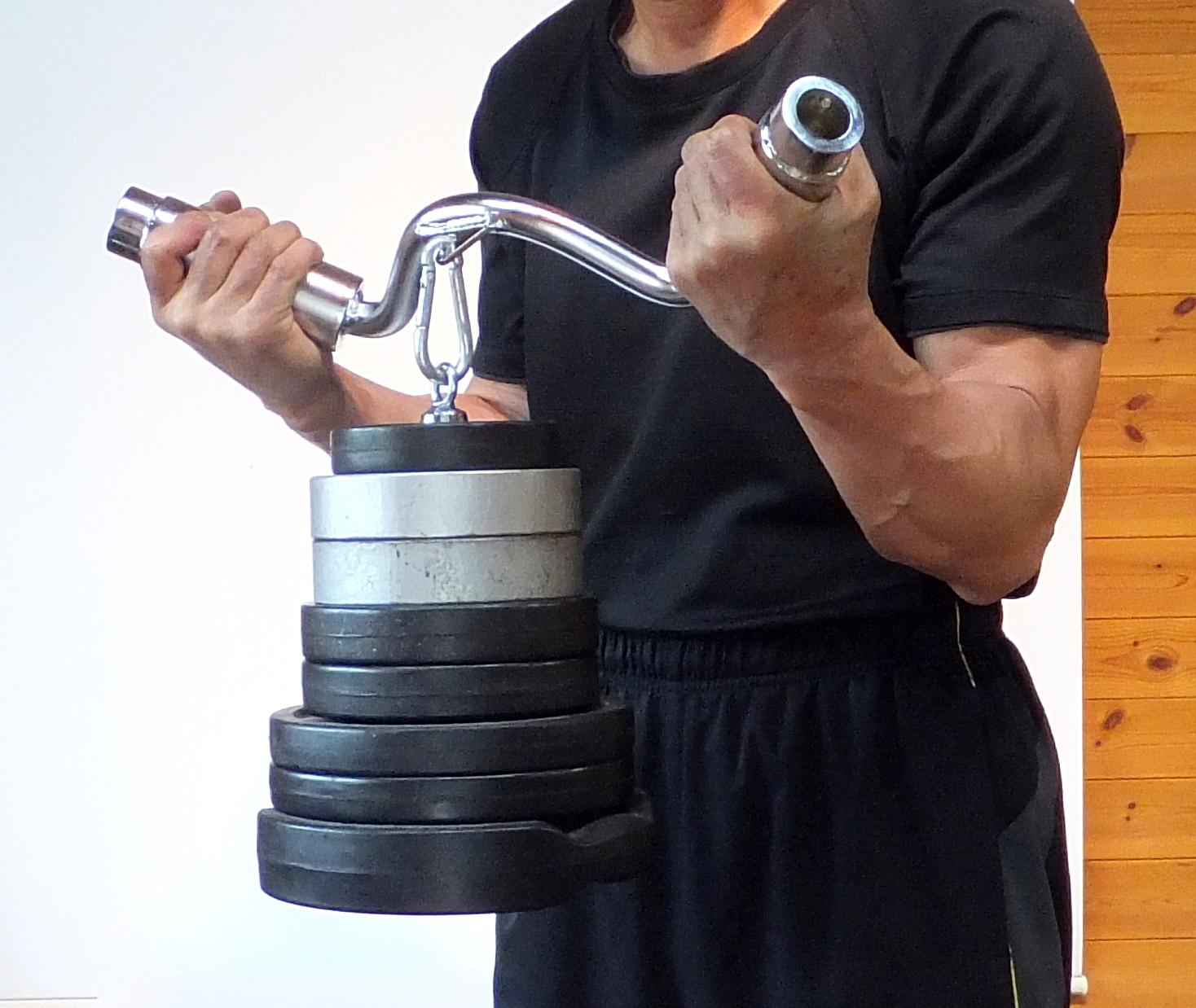 プレートホルダーを付けて上腕二頭筋を鍛える!