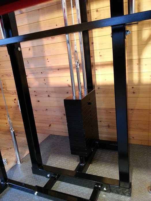 ウエイトスタック方式 70kg標準装備