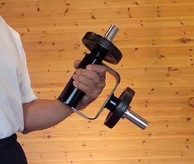 リストカールとしてハンマーカールとして縦、横、斜め、捻りと如何様にでも使える商品です。握り部φ60mm