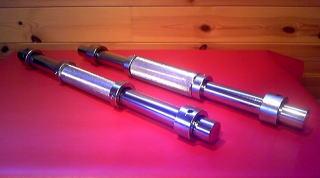 全長45cm φ28mm グリップ部(ローレット加工34mm)  プレート別<br>クロームメッキ仕上げ<br>ローリング式なのでリスト、前腕を的確に鍛えることができます。<br>スタンダードですのであらゆるトレーニングに使用できます。<br><br>
