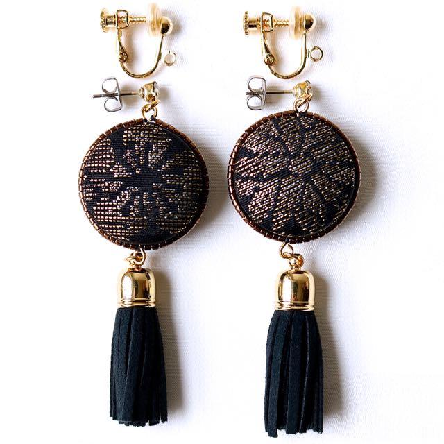 イヤリングへの無料交換も可能ですが石なしネジバネ式金具になります。
