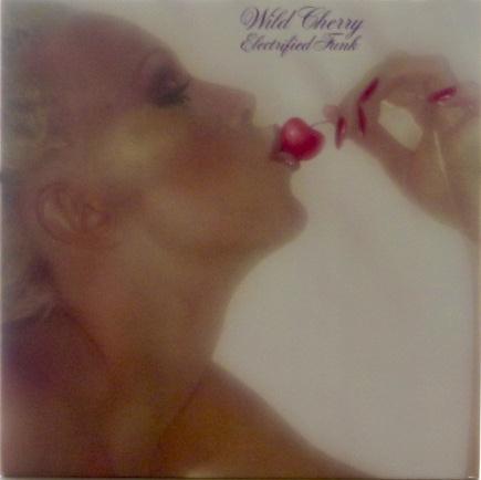 Wild Cherry/2nd Album/US reissue/ Epic PE 34462/1985<div>ワイルド・チェリーの2作目 ジャケットはゲートホールド仕様<br></div><div>US再発 新品同様 オリジナルは1977年発売</div><div><br></div>