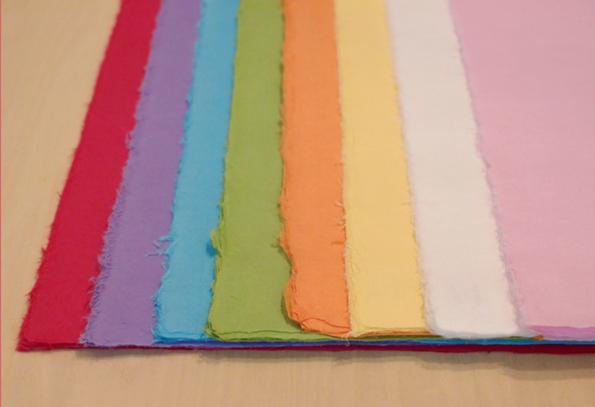 左から赤・紫・水色・黄緑・オレンジ・黄・白・ピンク