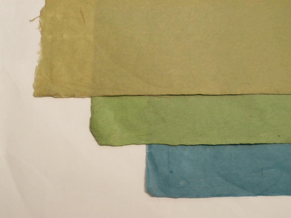 下から青・緑(濃)・緑(淡)