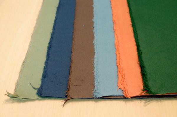左から若草・紺・茶・ブルーグレー・レンガ・緑