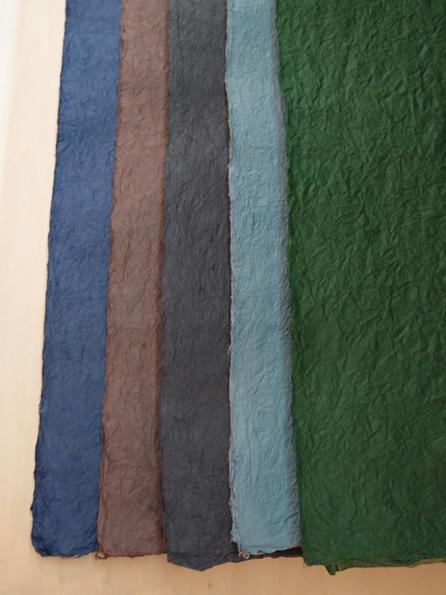 左から紺・茶・黒・ブルーグレー・緑