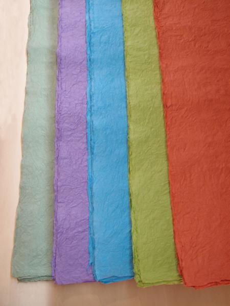 左から若草・紫・水色・黄緑・レンガ