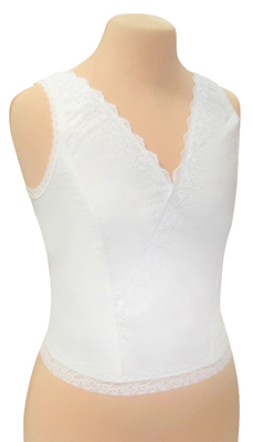 広幅の背付効果で着ていることを忘れる楽ちんさ。 着物の衿を思わせるデザイン。 着物を着用するときに衿の合わせも失敗しません。 バストのふくらみを優しく押さえる裏打ち効果で着姿を美しく整えます。