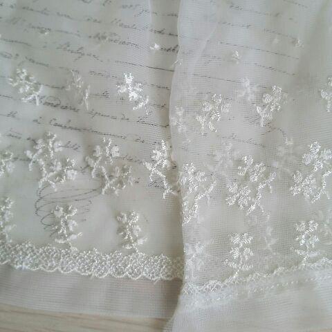 刺繍は光沢があります。