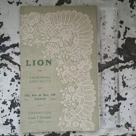 1908年のレースとホワイト刺繍のカタログです。