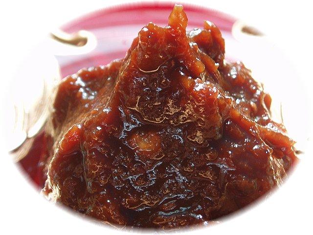 辛いけど美味しいお味噌です。野菜に、豆腐に、ご飯に……