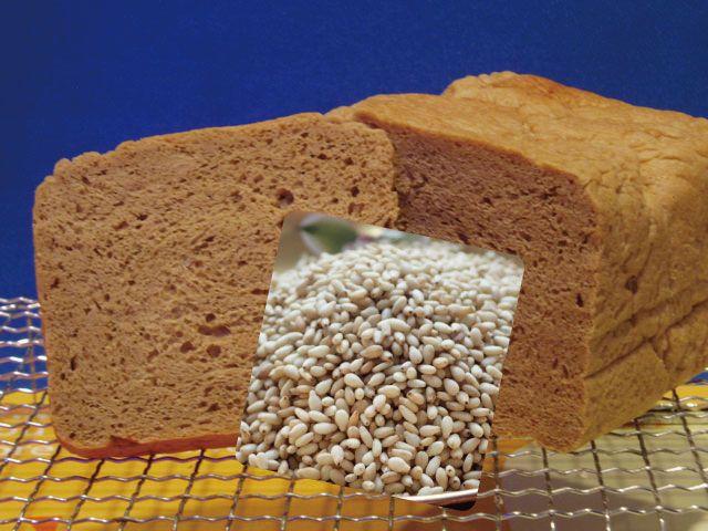 「小麦ふすま」独特の香りを抑えるために「ゴマ」をブレンドしました。今話題の「糖質制限ダイエット」にご活用ください。アロハ・バンダナ・マスター新井もこのパンで2ヶ月で16kgのダイエットに成功しました。