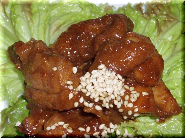 <p>飛騨地方の名物「鶏ちゃん(けいちゃん)」のブルラグ・バージョン。ブルーラグーンレストラン・オリジナル、秘伝のソースに漬け込んだ鶏もも肉です。ちょっと濃いめの名古屋味にアレンジ。。。ご飯が進みますよ~</p>