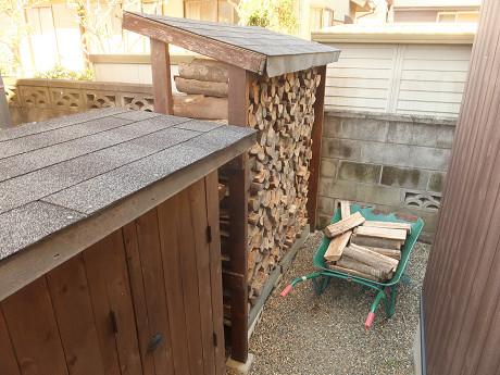 お客様宅の薪棚に収納したところ