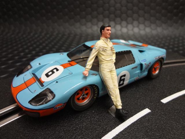 """<DIV><FONT face=""""MS UI Gothic""""><FONT face=""""MS Pゴシック"""">◆1/32 Le Mans miniatures スロットカー・ジオラマ用フィギュア。<BR> ◆ジャッキー・イクスのドライバーフィギュアをマシンの横にたたずませるだけでそのシーンに魂が入ります。</FONT></FONT></DIV> <DIV><FONT face=""""MS UI Gothic""""><FONT face=""""MS Pゴシック"""">◆</FONT></FONT><FONT face=""""MS UI Gothic""""><FONT face=""""MS Pゴシック"""">精巧かつ贅沢なつくりで知られるルマン ミニチュアーズの商品、マシンだけではなくシーナリーにも上質の商品を提供しています。細やかな作り込みが自慢のレジン製の精密フィギュアです。是非貴方のジオラマコースにもいかがでしょうか?</FONT><BR></DIV> </FONT>"""