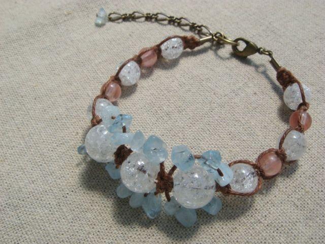 ピンク&ブルーにひび入りの水晶をあわせた、涼しげなブレスレットです。