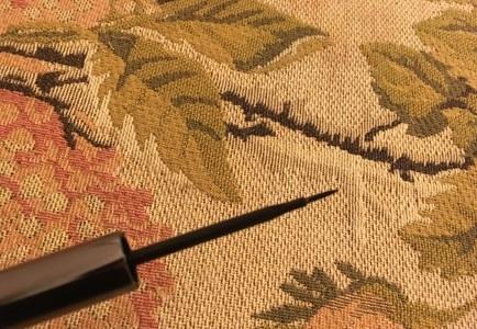 毛先が細いので 繊細なラインがきれいで<br>簡単に描け ナチュラルに目もとを彩ります。