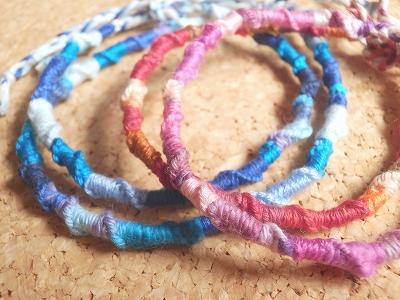 何色の糸で作る?簡単おしゃれミサンガ3選♪