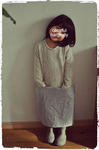 身長95cmの娘がサイズ100を着用しています。