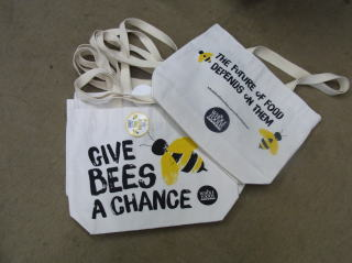 WHOLE FOODS CANVAS BEE BAG