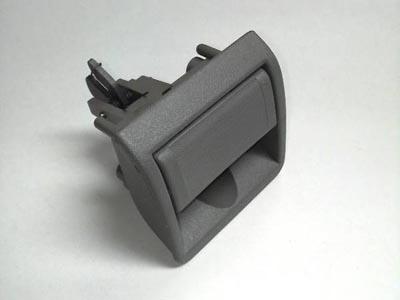 """商品名 GM純正 91-93Y カプリス グローブボックス用ラッチ<br />商品番号 12528910<br />メーカー名 GM<br />メーカー品番 12528910<br /><br />[ 商品説明 ]<br />1991年~1993年式カプリス、助手席グローブボックス用のラッチ(オープナー)です。<br />色はライトグレー(カラーコード""""14I"""")となります。GM純正品番「12528910」。<br /><br />[ 備考 ]<br />現品限り。<br />特価品につき、返品、交換はお受け出来ません。<br />予め、ご理解の上、ご注文をお願い申し上げます。"""
