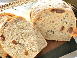 15.レーズン&ワイルドライスとライ麦の丸粒入り食パン
