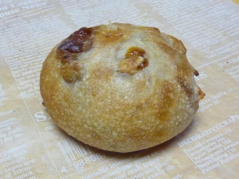 18.りんご&くるみ&松の実入りパン